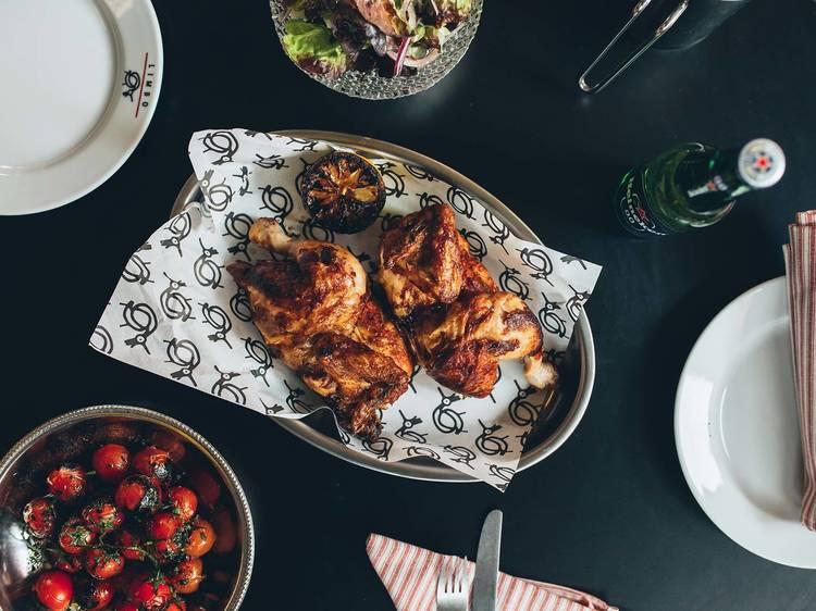 Sabroso pollo asado al carbón por 7,5€ en Limbo