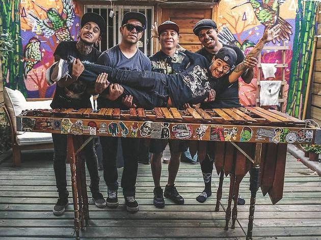 Los chicos de Son Rompe Pera nos hacen la invitación a su concierto digital, para rendirles tributos a nuestros difuntos