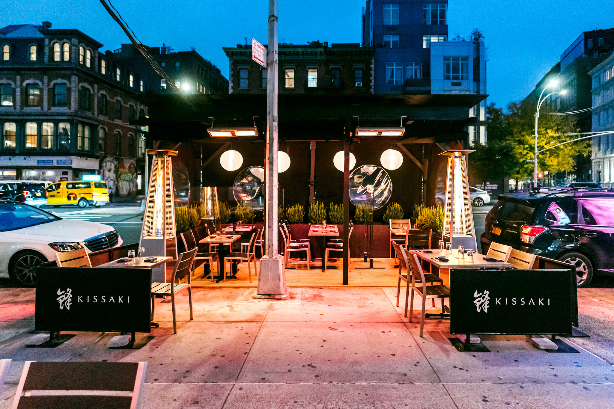 This Google doc shows all NYC restaurants with heaters