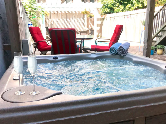 8 Airbnbs With Hot Tubs In Nyc To Rent
