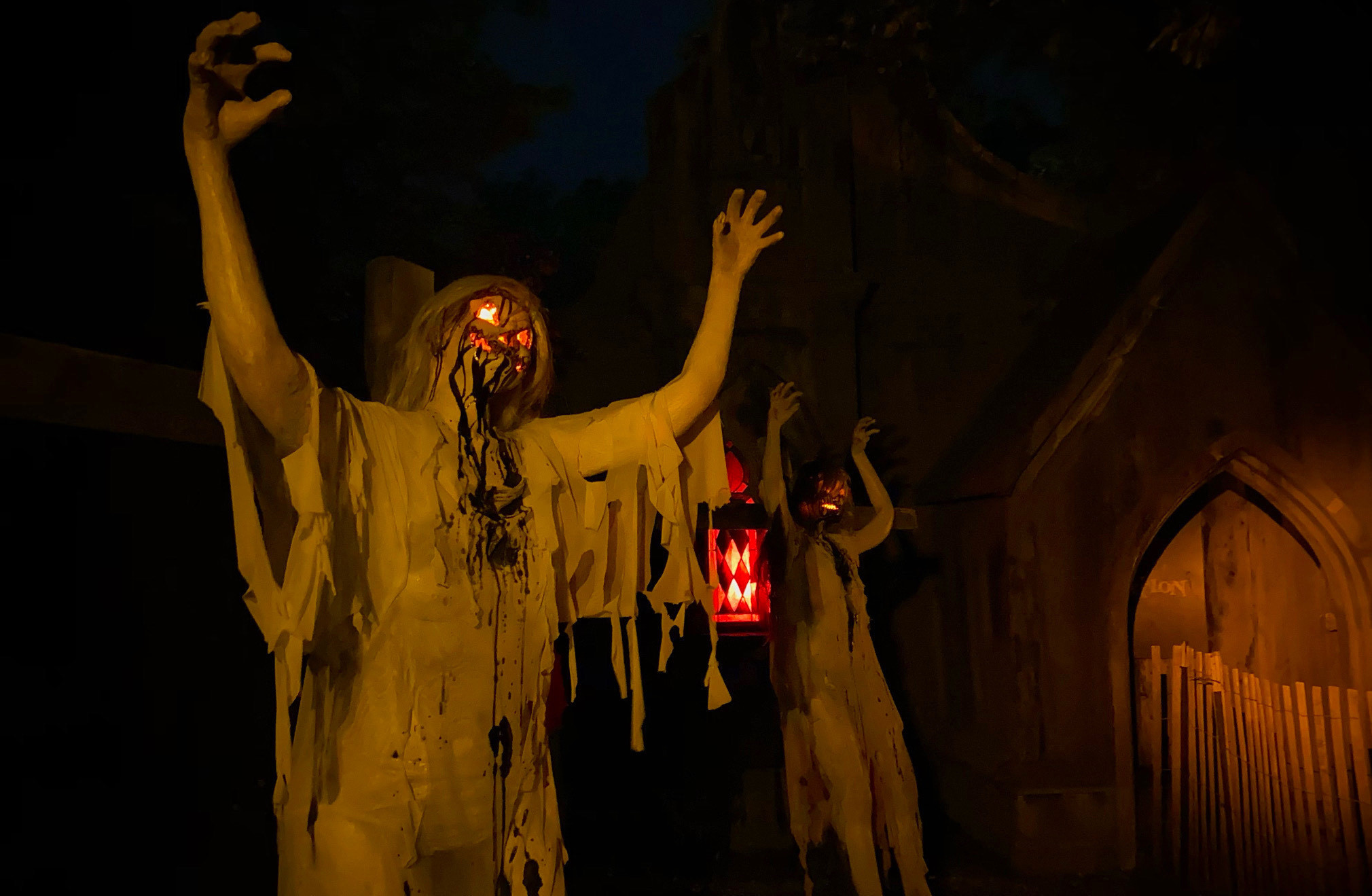 This terrifying horror park just outside the city has 10 haunted houses