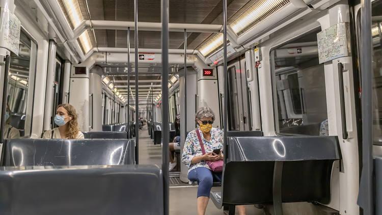 Callar en el metro: así es el nuevo y silencioso remedio anti-covid