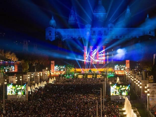 Barcelona celebrarà un espectacle descentralitzat per Cap d'Any