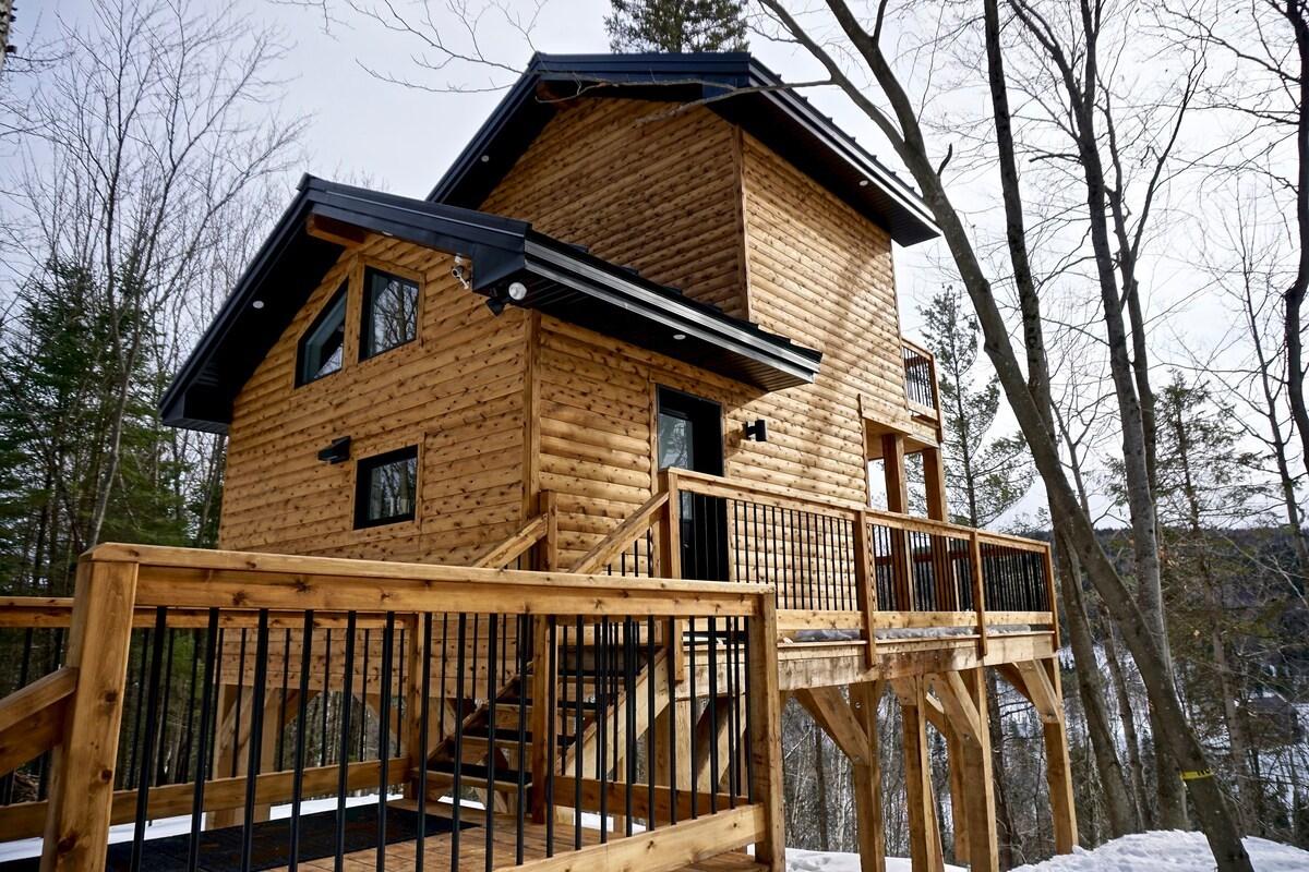 Perched Cabin in Sainte-Béatrix, Québec
