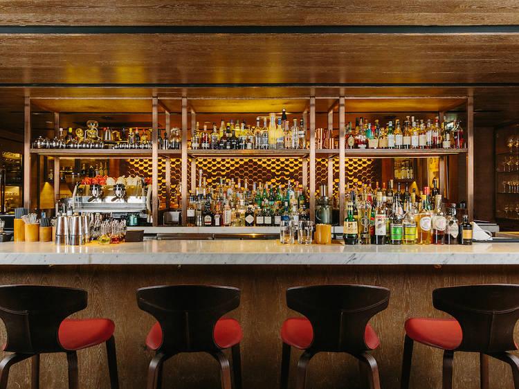 最佳餐廳酒吧:8½ Otto e Mezzo Bombana