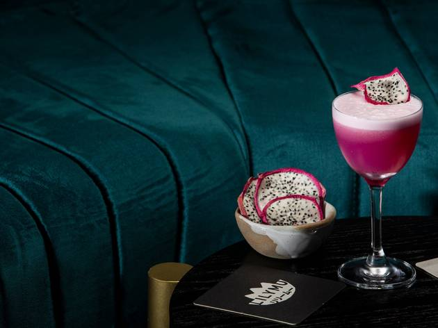 Lilymu cocktails with dragonfruit