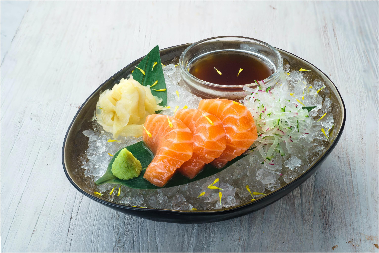 raw salmon, salmon sashimi
