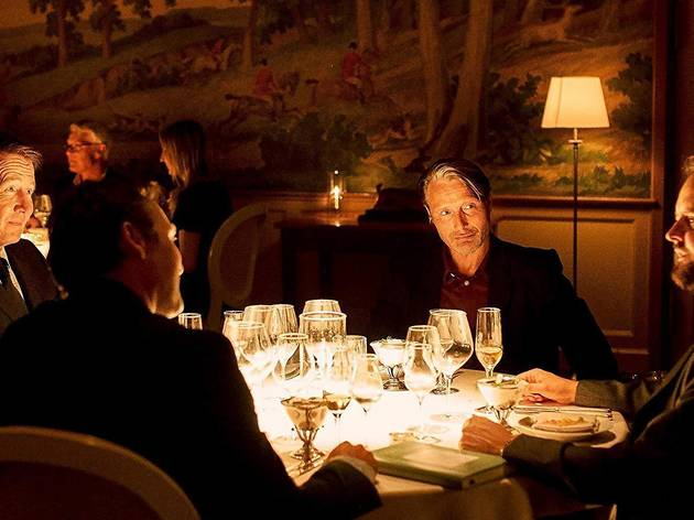 Els quatre protagonistes de la pel·lícula hauran de mantenir un nivell d'alcohol constant