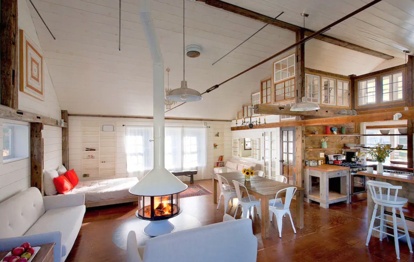 Bright serene spacious barn airbnb