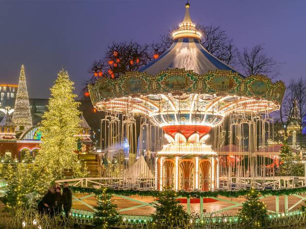 Tivoli Gardens. Copenhague Mercadillo Navidad. Dinamarca