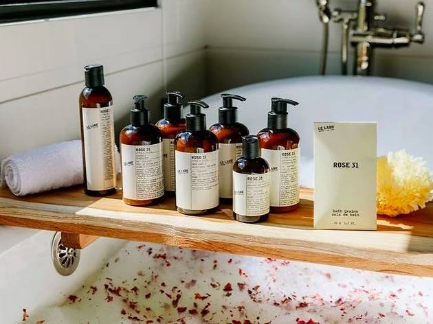 Hotels in Singapore with the most luxurious toiletries