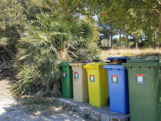 Contenidors per a reciclar la brossa