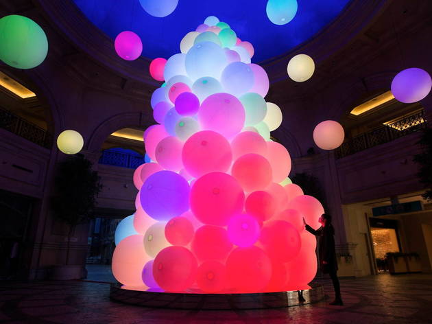 teamLab: The Tree of Resonating Colors of Life