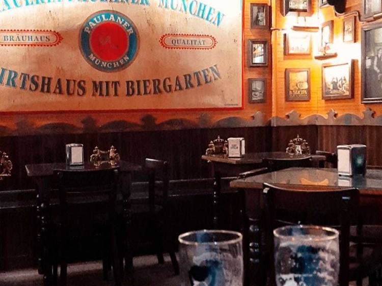 Tastar cerveses artesanals al Michael's Tavern