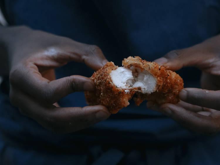 #FondDePlacard45 - Le poulet frit de Mory Sacko  (Mosuke, MoSugo)