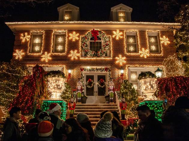 Where to see stunning holiday lights in NYC