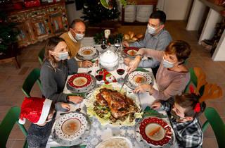 Cenas de seis personas y toque de queda a la una, así es el plan del Gobierno para Navidad