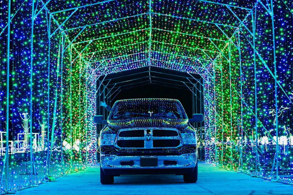 Here's where you can see drive-through Christmas lights in Chicago