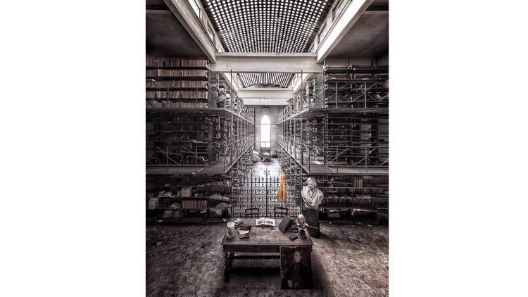 The Yellow Jackets, Fotografia, Biblioteca Abandonada - Não deixem a Cultura Morrer