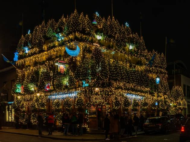 churchill arms christmas lights