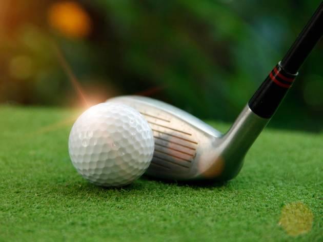 pelota de golf, club de golf