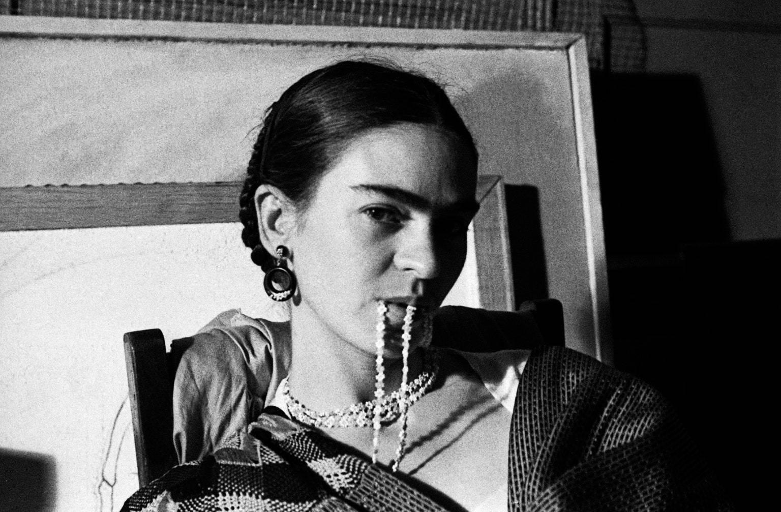La galerie de l'Instant expose (gratuitement) des portraits rares de Frida Kahlo
