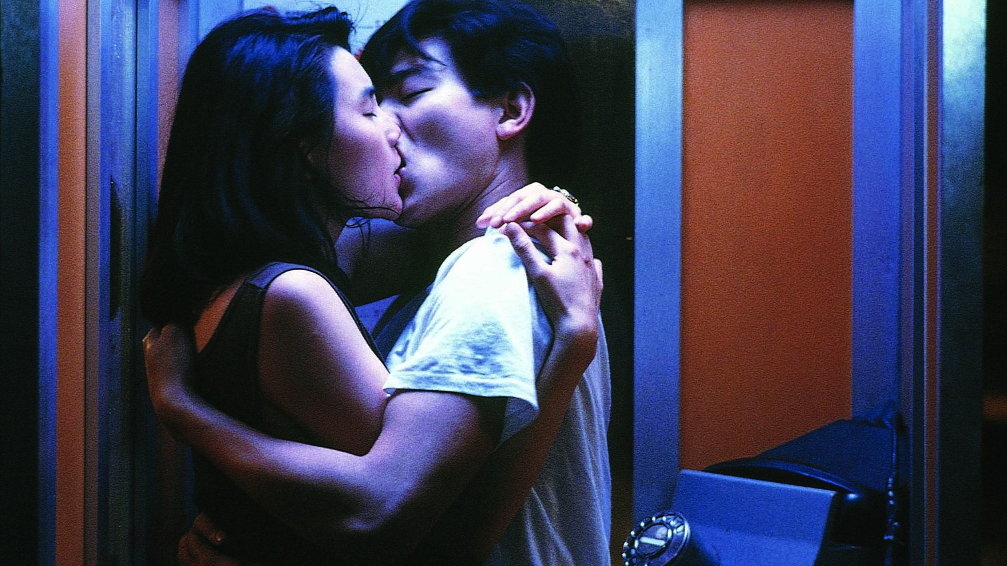 Actors kissing in the film As Tears Go By