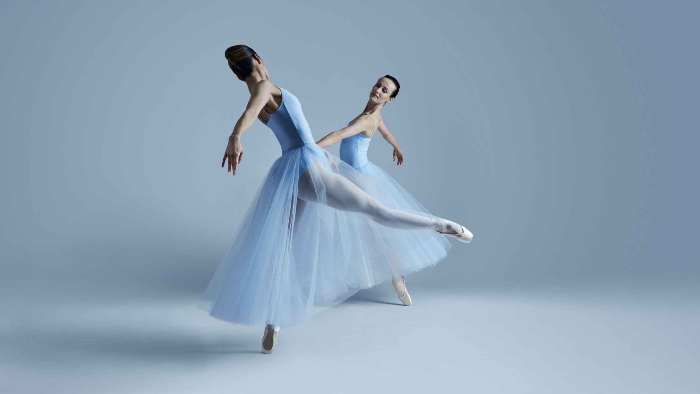 Dancers Ako Kondo and Amber Scott in a pas de deux in pale blue, long tutus