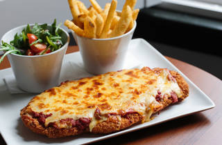 Parma, chips and salad