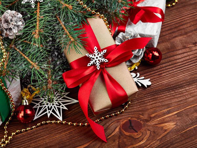 Romantic Christmas gift ideas under $1,000