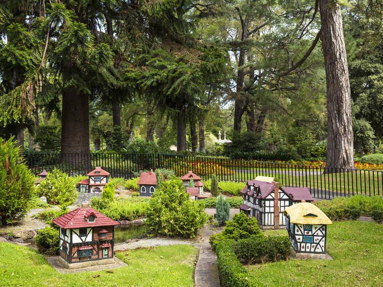 Explore every corner of the Fitzroy Gardens