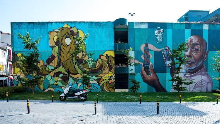 Mural da Trindade criado por Hazul e Mr. Dheo