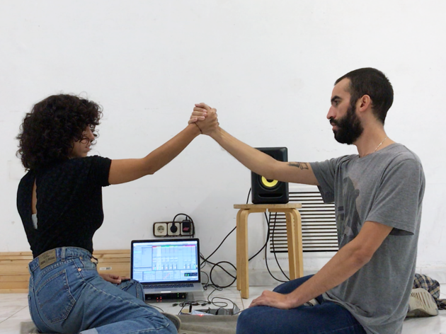 'Ninguna mano es una isla', de Laura Llaneli i Julián Pacomi