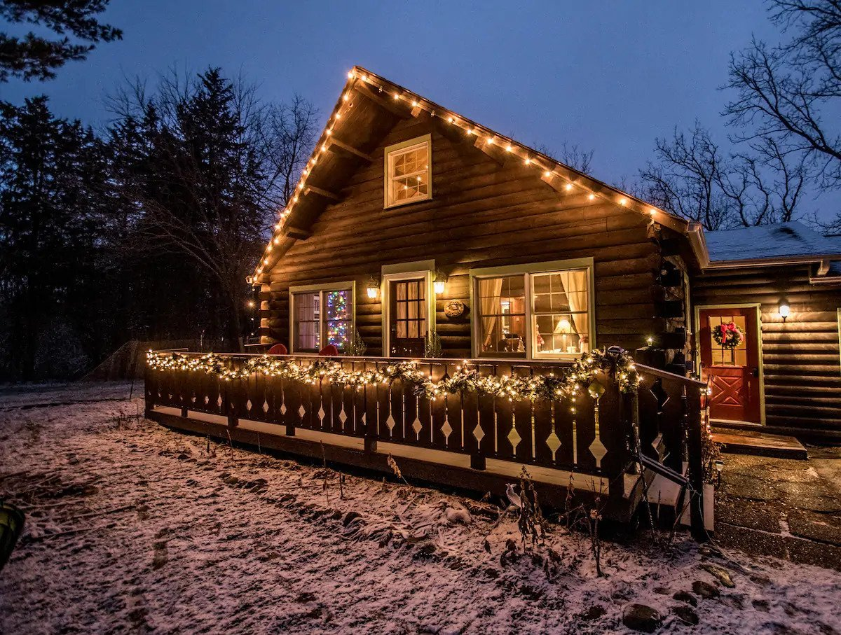 The coziest Airbnbs you can rent near Chicago this winter