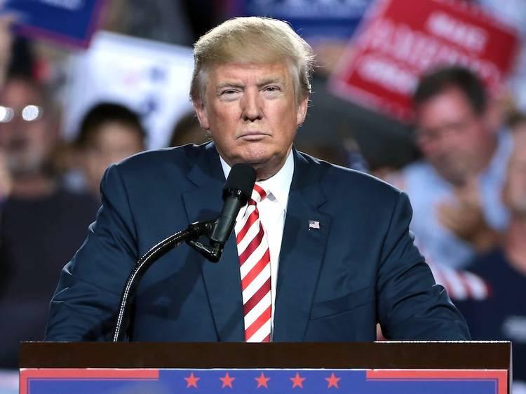 Trump se va... por la puerta de atrás