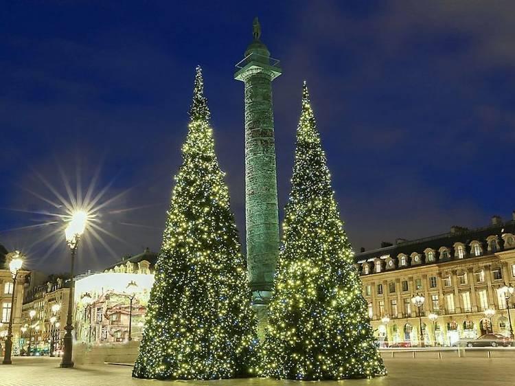 Place Vendôme (1er) : des sapins XXL et l'arc-en-ciel Vuitton