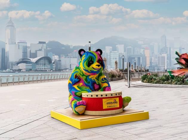 兩米巨型 Lego 熊貓登陸尖沙咀海濱長廊