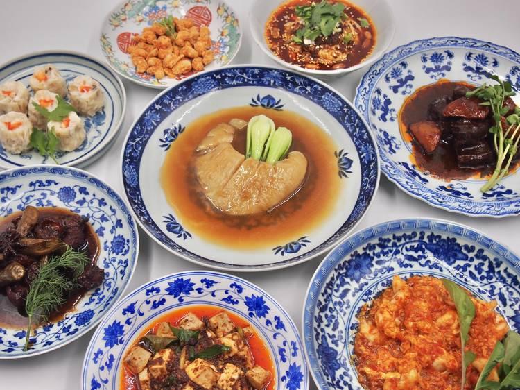 豪華な中華料理を囲む。