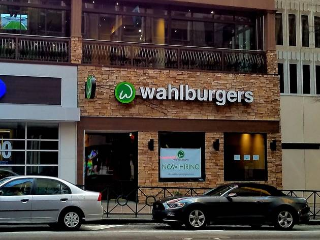 Shopfront of Wahlburgers