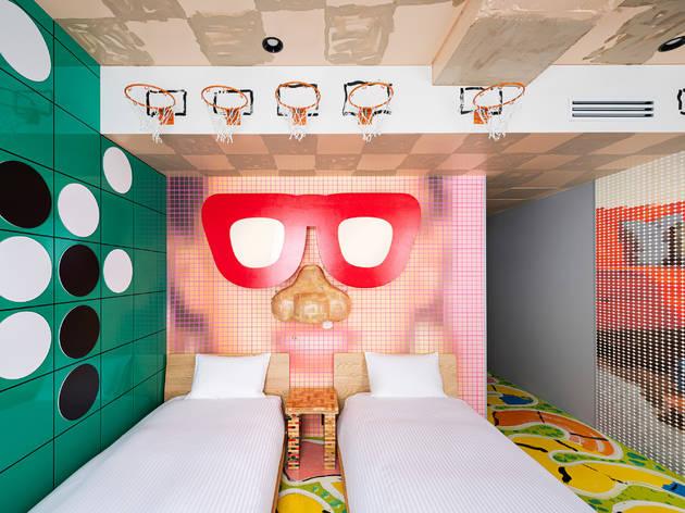 刺激的すぎるアートホテル、BnA Wallが日本橋にオープン