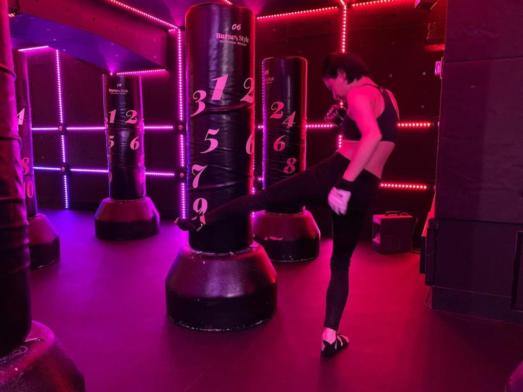 キックボクシングと演歌が融合、こぶしに合わせる新エクササイズ