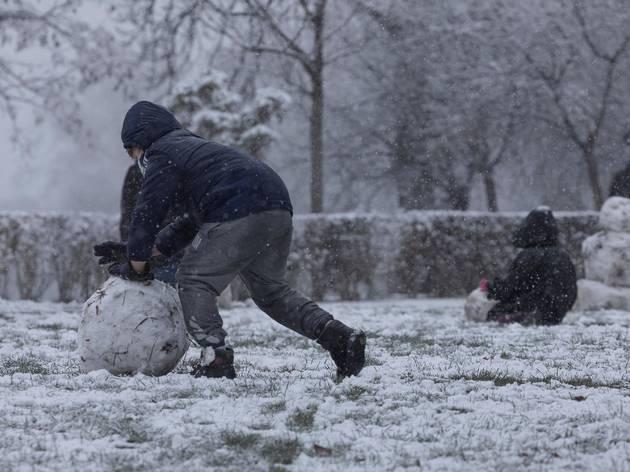 Nieve en parque de Madrid