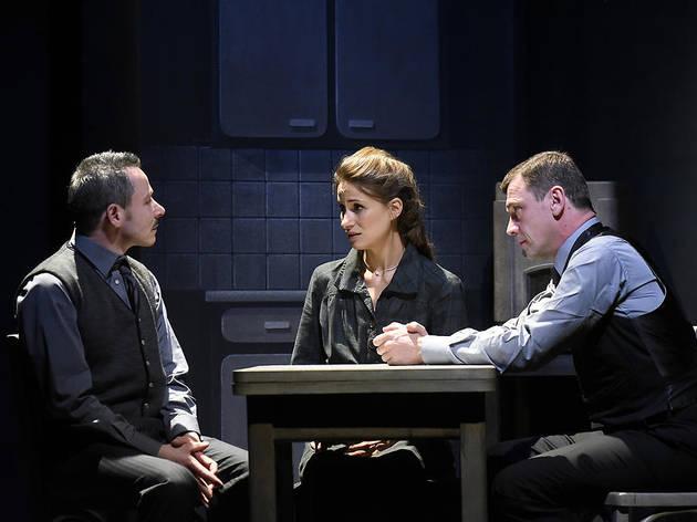 """Théâtre : sur France.TV, """"Adieu monsieur Haffmann"""", quatre fois récompensé aux Molières"""