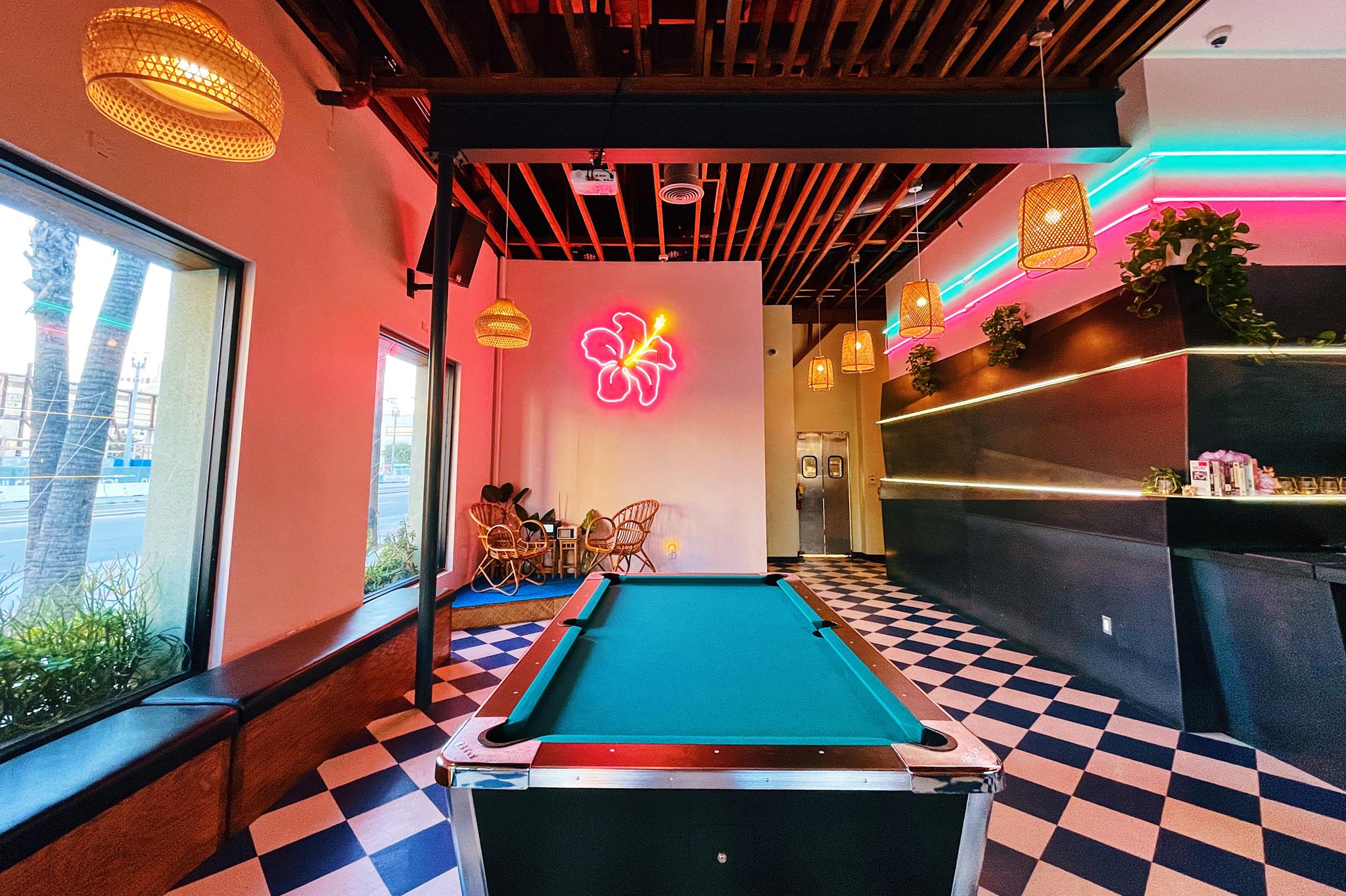 Rosemallows bar in Long Beach