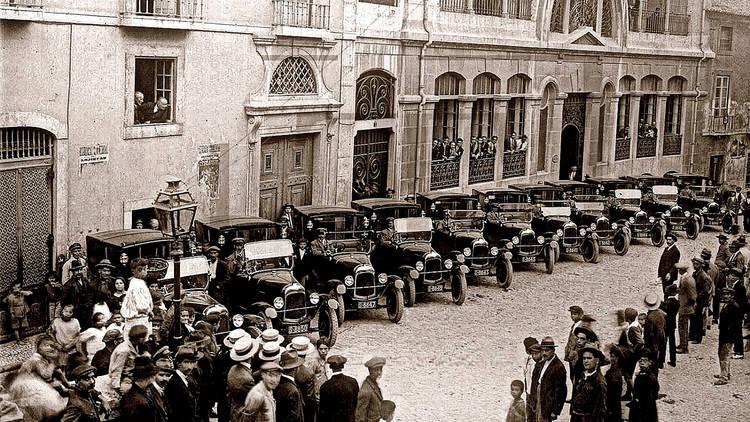Pátio das Antigas, Lisboa Antiga, Táxis, Cooperativa Lisbonense de Chauffeurs, Palhinhas