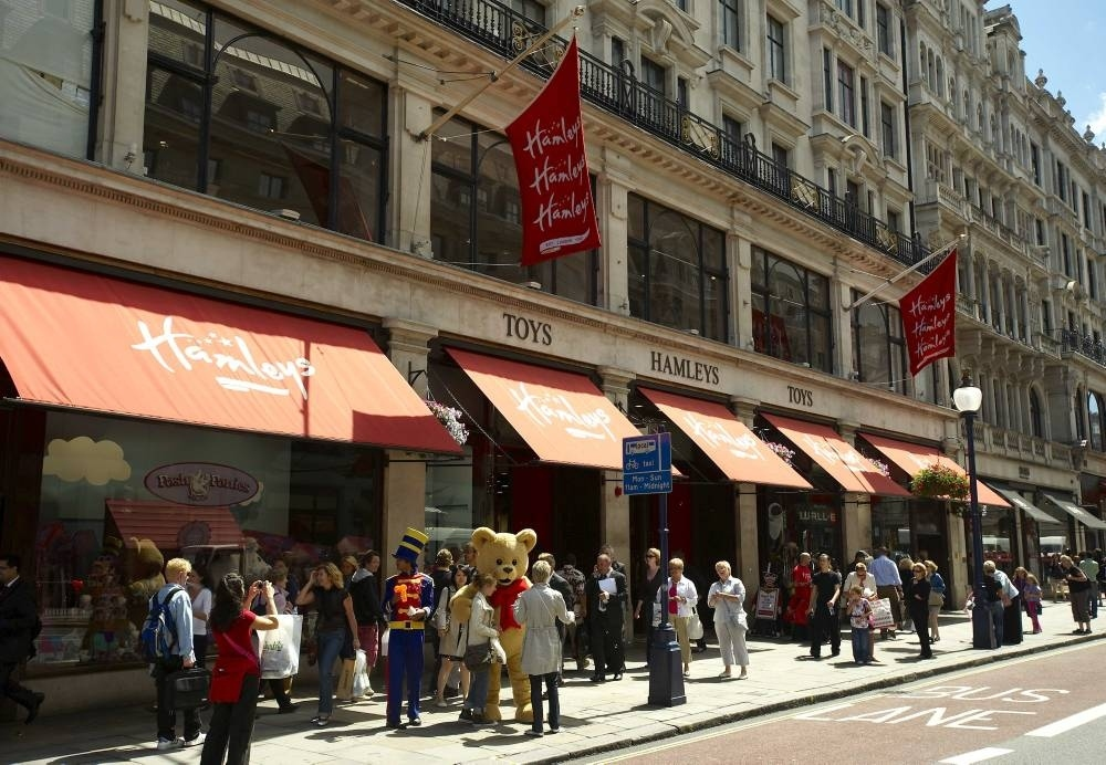 SHOPPING_Hamleys_press2011_002.jpg