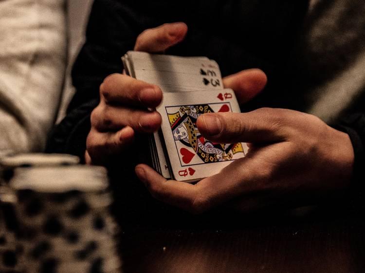 Meta a família a baralhar cartas