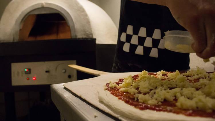 Pizza preparada para meter al horno