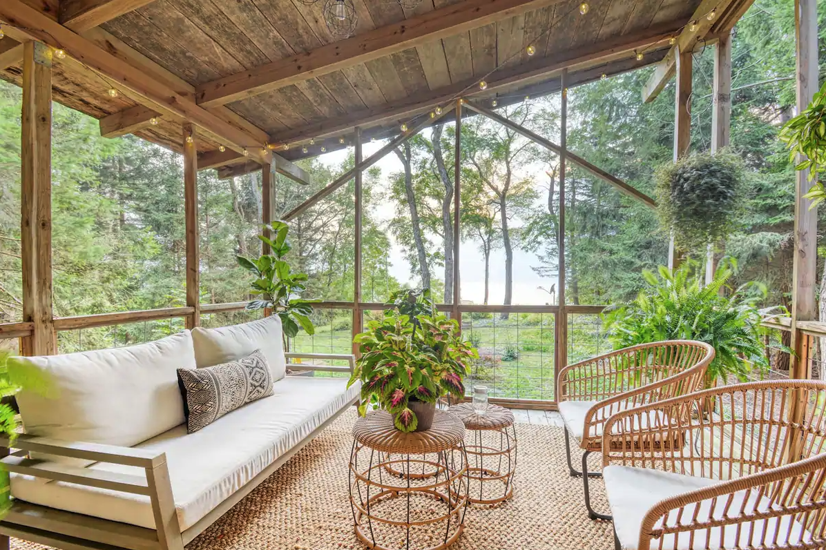 Romantic Airbnb homes you can rent near Chicago
