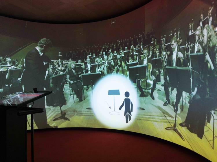 Experiència kinètica al Museu de la Música. Dirigeix L'Orquestra, dirigeix la Banda!